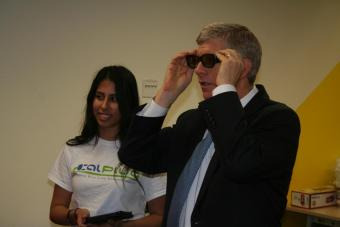 CalPlug student Melissa Valdez demonstrates the 3D television in the 1kWh Challenge, telling Poneman that the TV uses less elect