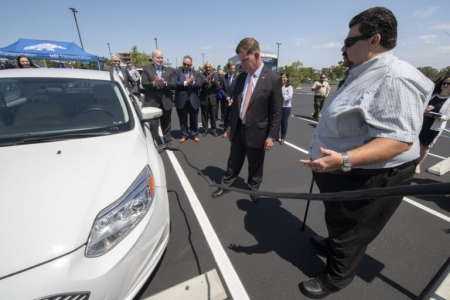 Ronald Fleming (right), executive director of UCI Transportation and Distribution Services, helps U.S. Secretary of Labor Marty Walsh connect an electric car to a campus charging station, with (from left) Chancellor Howard Gillman, UC Regent John A. Pérez, UCI Vice Chancellor for Research Pramod Khargonekar, U.S. Rep. Mike Levin and Irvine Mayor Farrah Khan looking on. Steve Zylius / UCI